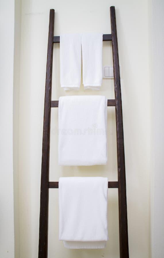 白色温泉毛巾 免版税库存图片