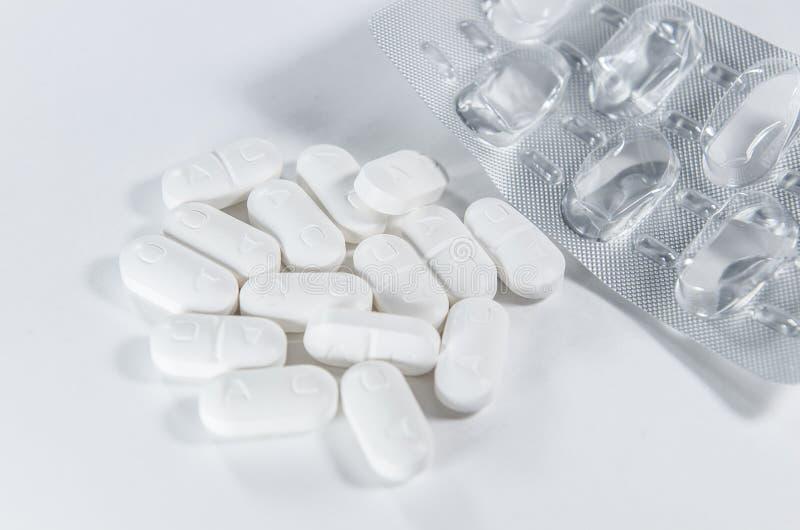 白色片剂药房 库存图片