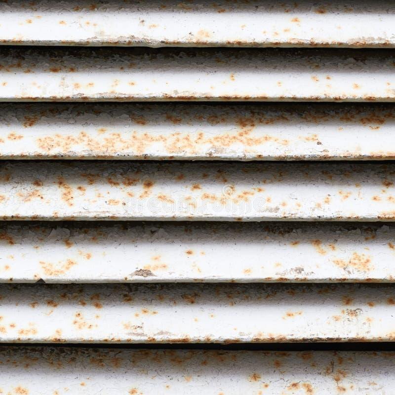 白色生锈的通风井的片段 免版税图库摄影