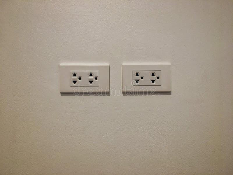 白色电子出口两集合在白色背景安装 库存照片
