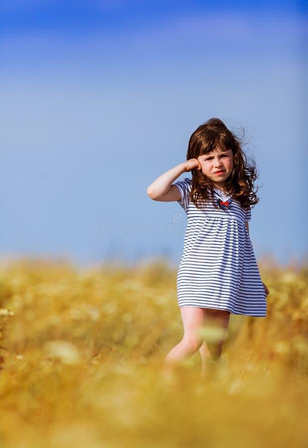 黑白色的小女孩镶边了礼服 库存照片