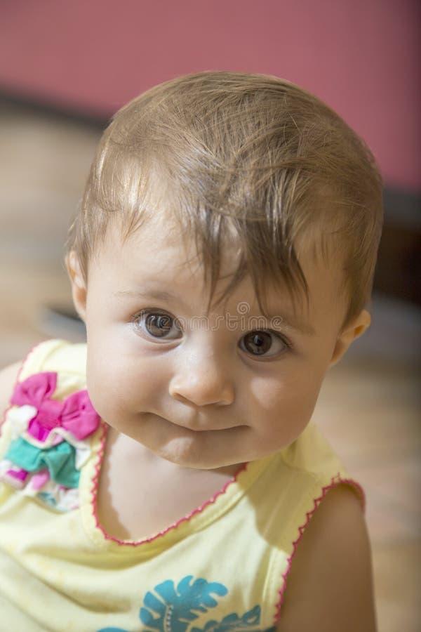 白色的婴孩黑色关闭逗人喜爱的女孩图象 库存图片
