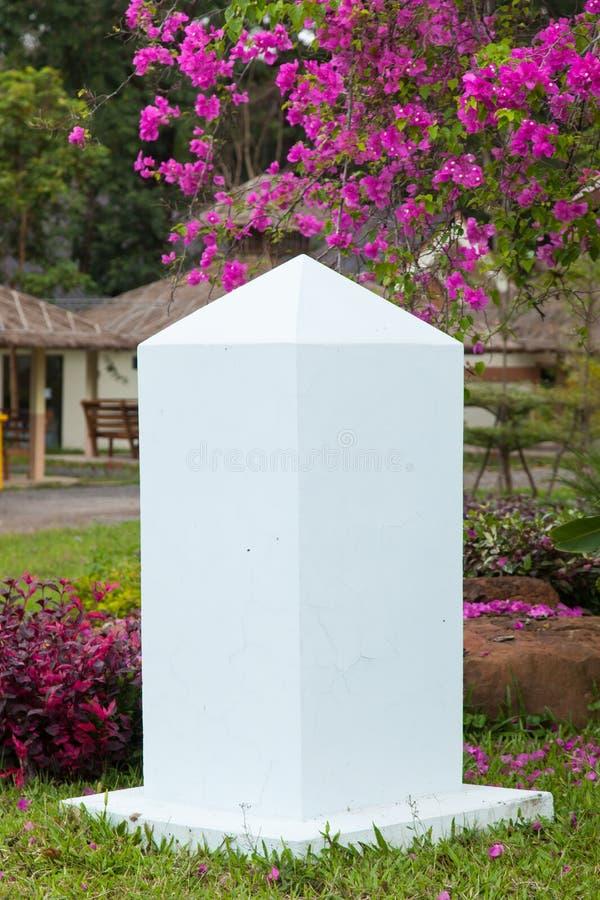 白色石的柱子 免版税库存图片