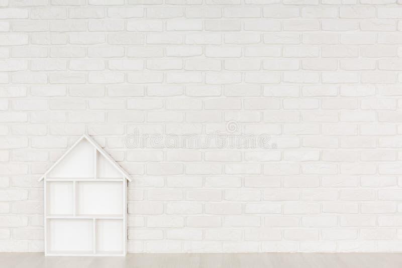 白色砖墙婴孩室 库存照片