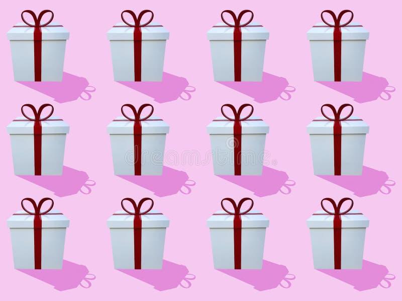 白色礼物盒多行有丝带的在桃红色背景 库存照片