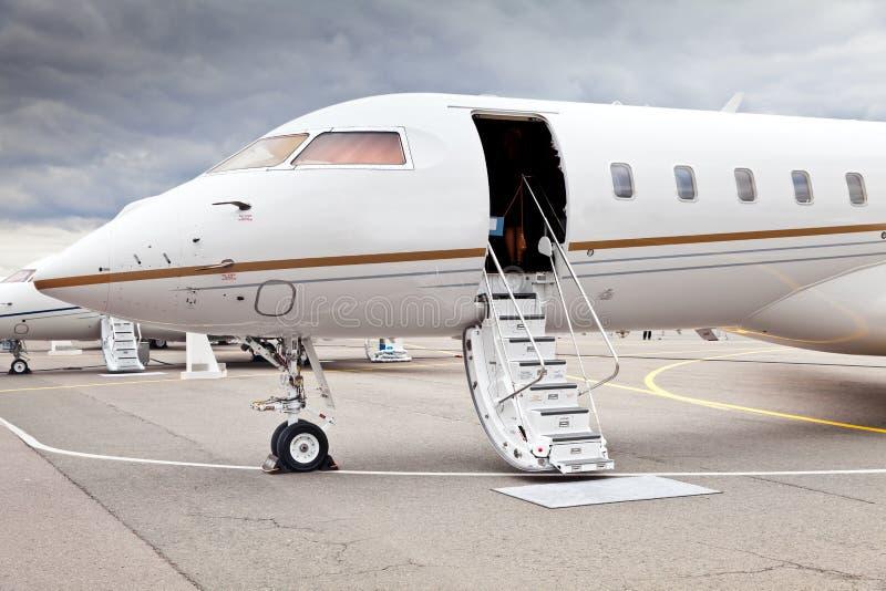 白色私人企业喷气机 免版税库存图片