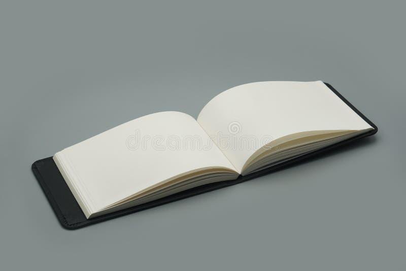 白色空白页书笔记本笔记薄纸模板 库存照片