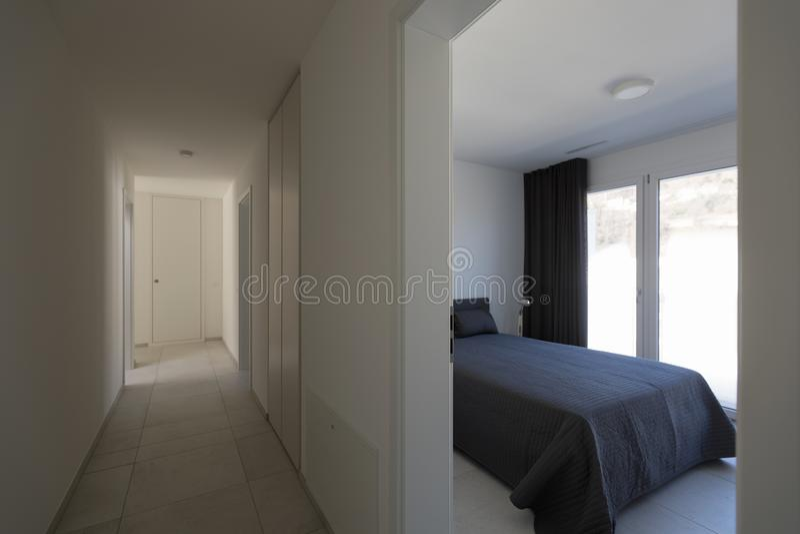 白色空的走廊和bedrrom 库存照片