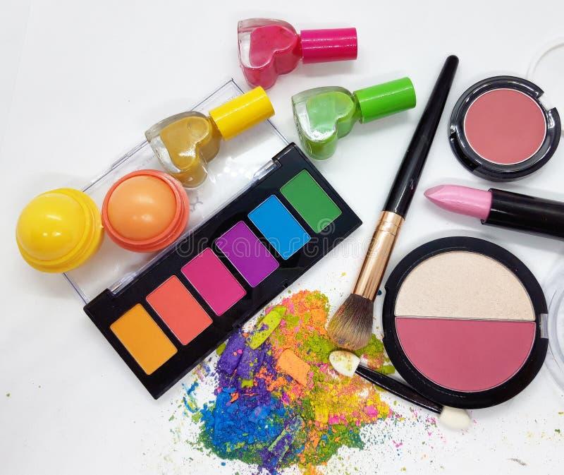 白色背景中的不同化妆产品 库存图片