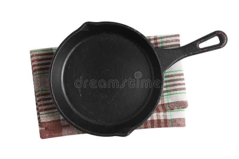 白色背景中的空铁锅和餐巾纸 免版税库存照片