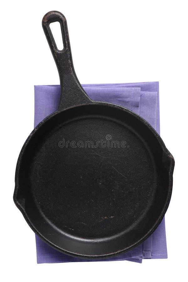 白色背景中的空铁锅和餐巾纸 库存图片
