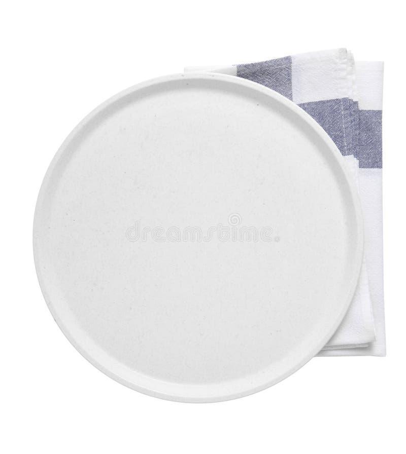 白色背景中的空陶瓷托盘和餐巾纸 库存照片