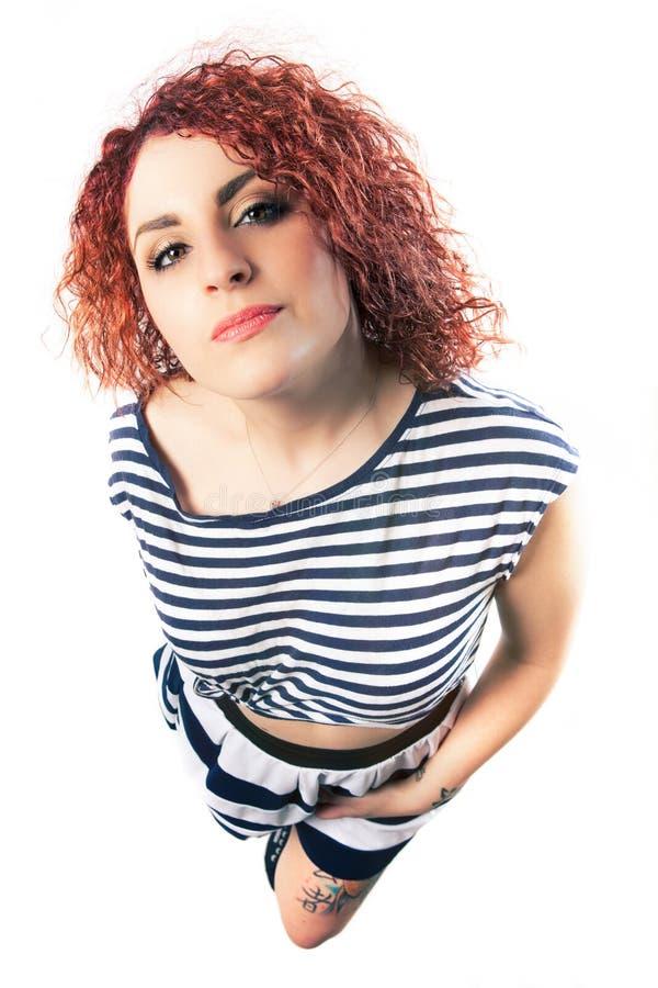 白色背景的构成年轻卷发妇女 女孩衣裳 免版税图库摄影
