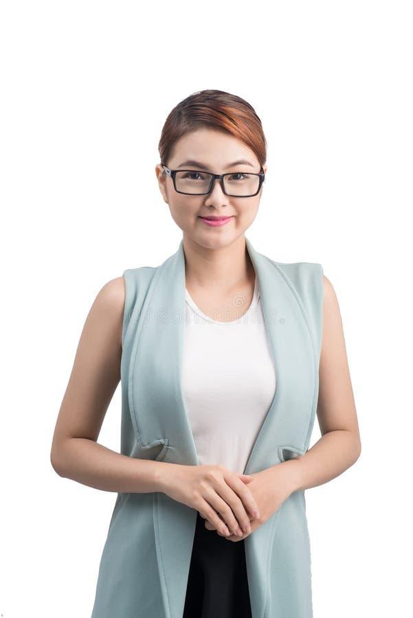 白色背景的美丽的亚裔年轻女商人 免版税库存图片
