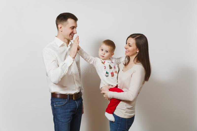 白色背景的美丽的欧洲青年人 情感,家庭观念 库存照片