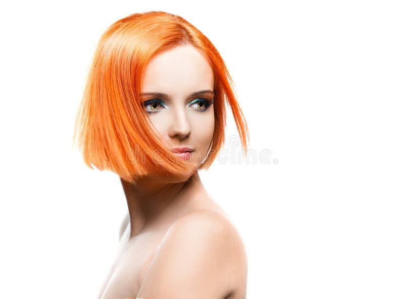 白色背景的美丽的年轻红头发人妇女. 肉欲, 构成.图片