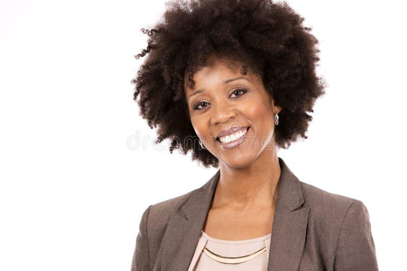 白色背景的黑人偶然妇女 免版税库存照片