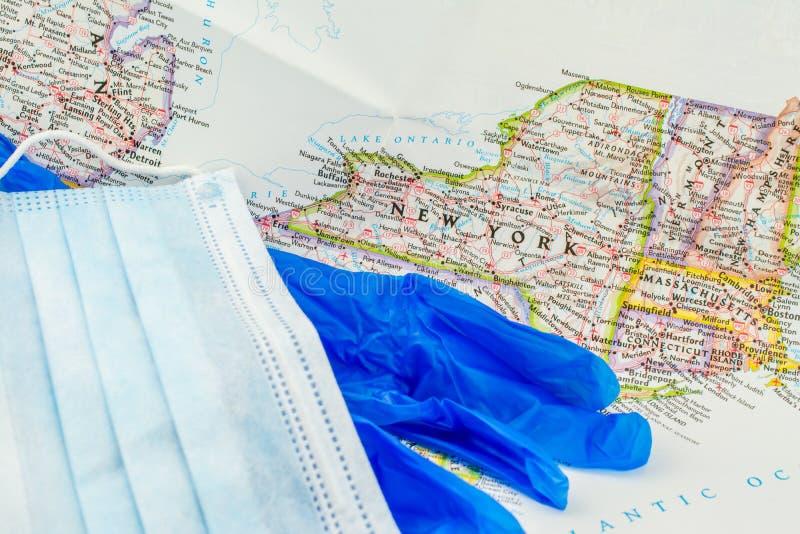 白色背景面罩手套世界地图 免版税库存图片