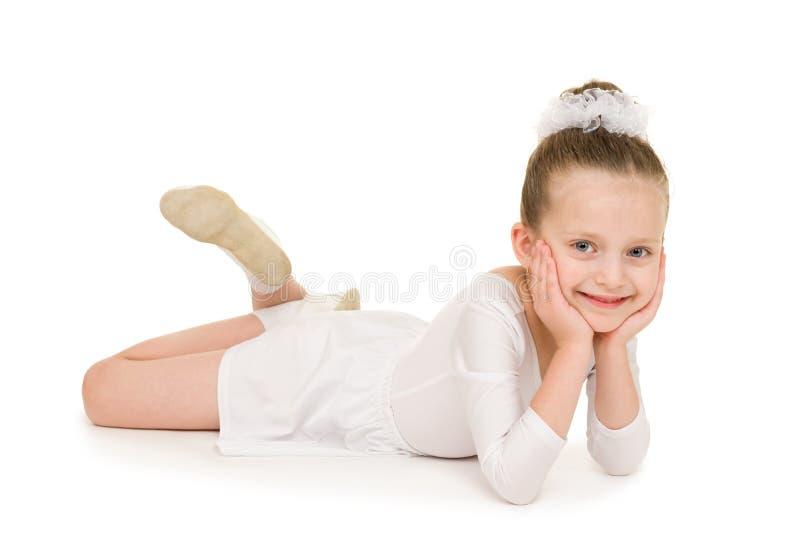 白色舞会礼服的小女孩 免版税图库摄影