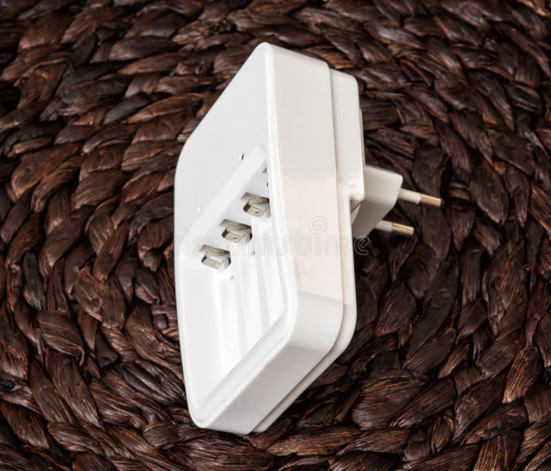 白色蓄电池充电器,电源 库存图片
