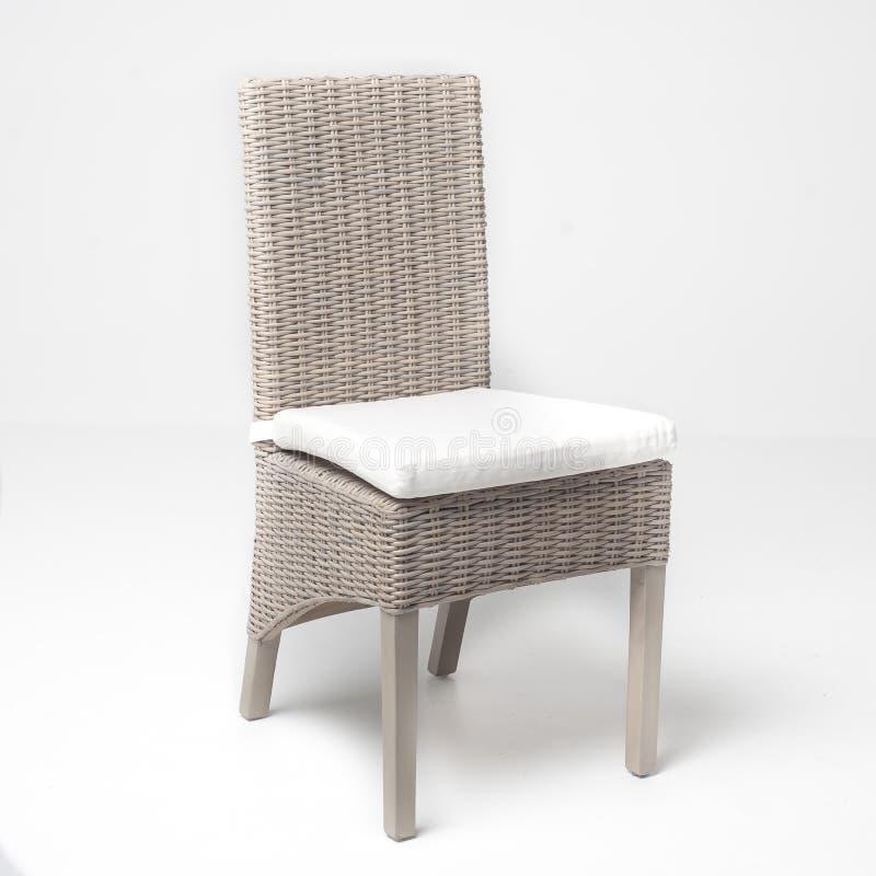 白色藤椅 免版税库存照片