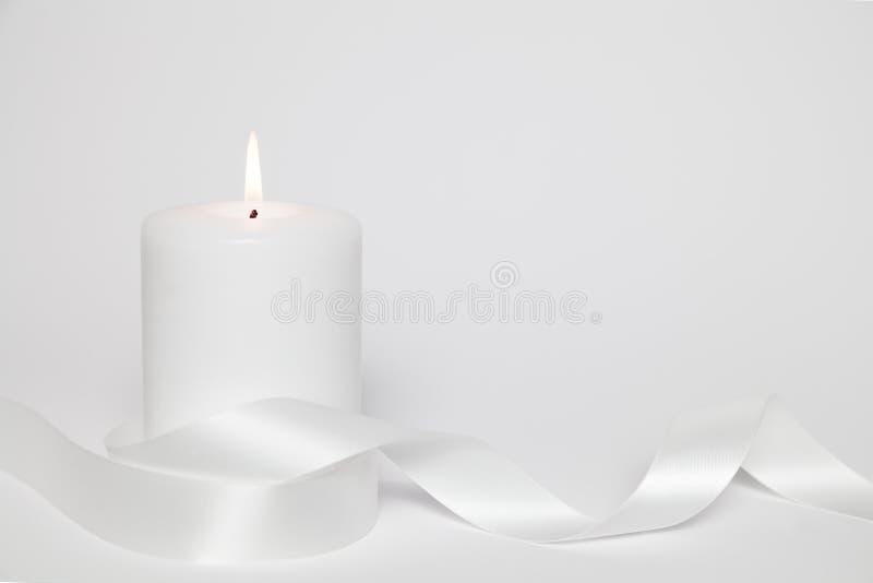 白色蜡烛和圈 免版税库存照片