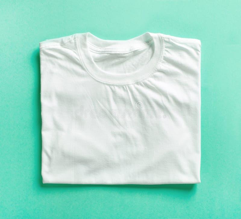 白色被折叠的T恤杉 库存照片