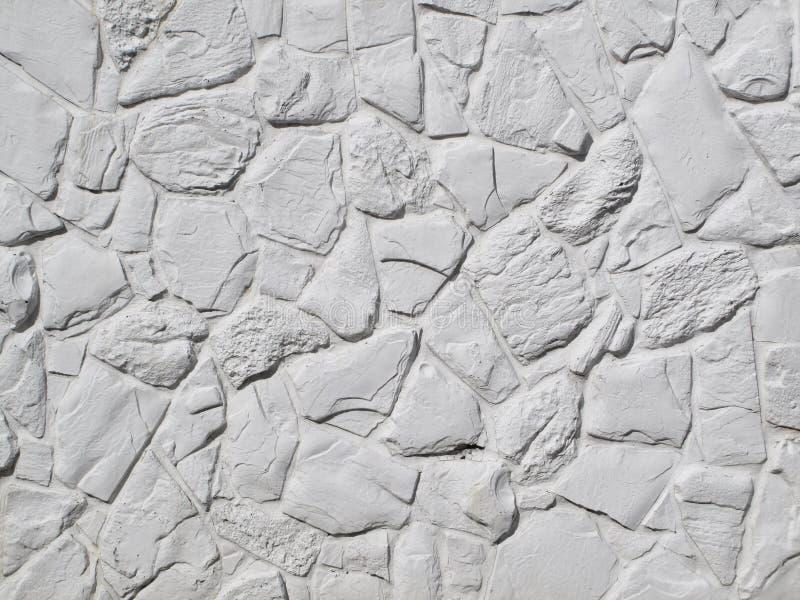 白色被绘的岩石墙壁 免版税库存照片