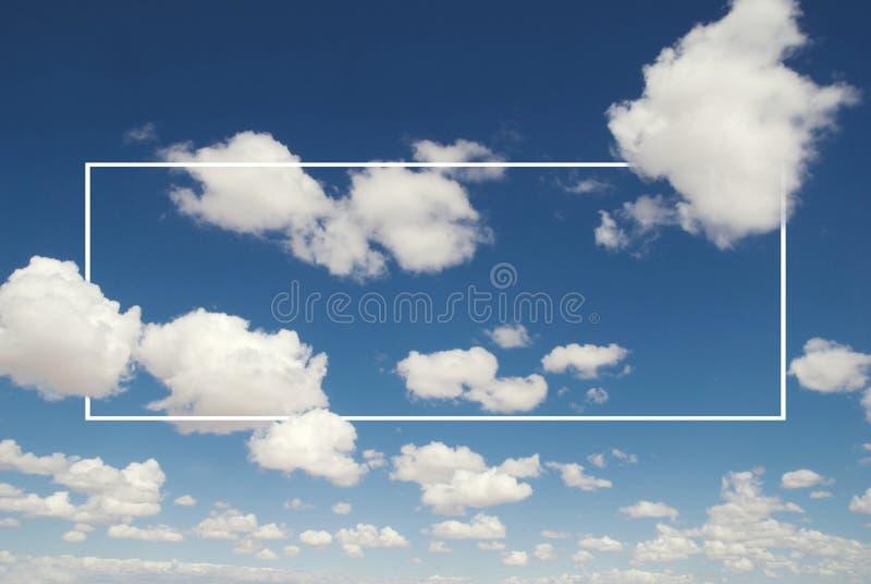 白色覆盖天蓝色Cloudscape夏日概念 免版税图库摄影