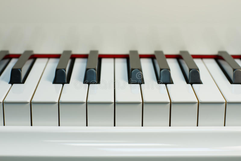 白色钢琴 免版税图库摄影