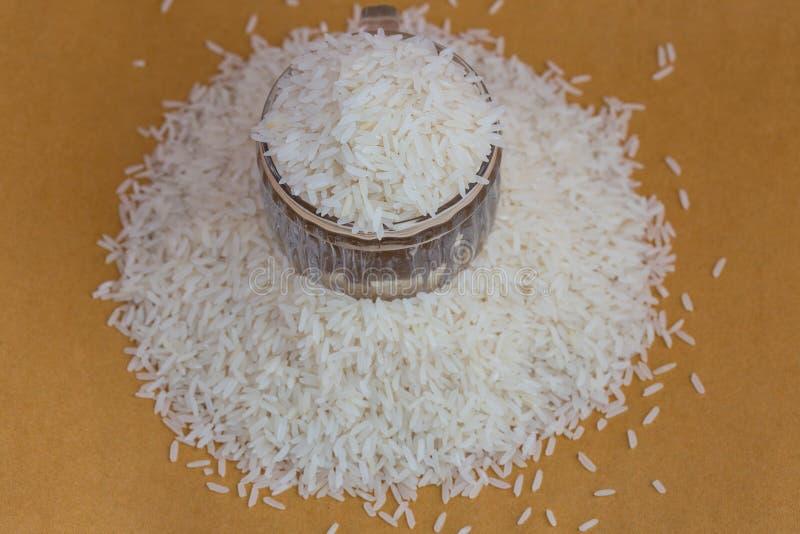 白色长的米背景,未煮过的未加工的谷物,宏观特写镜头 图库摄影