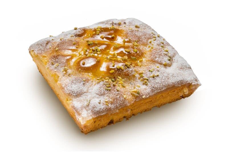 白色隔离的柠檬蛋糕 免版税库存图片