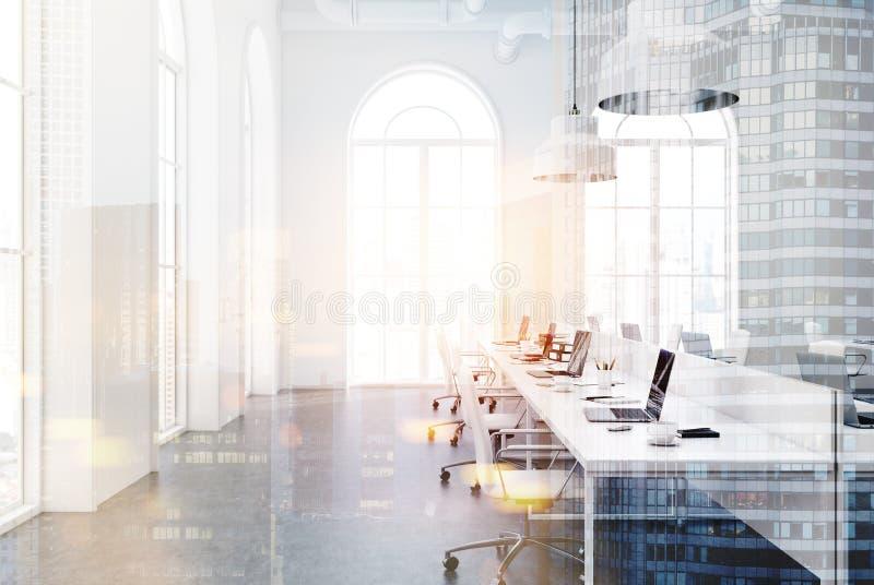 白色露天场所办公室,被定调子的特写镜头 库存例证