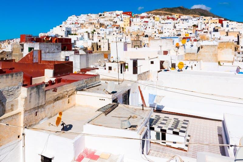 白色麦地那o美丽的景色得土安市,摩洛哥,非洲 免版税库存照片