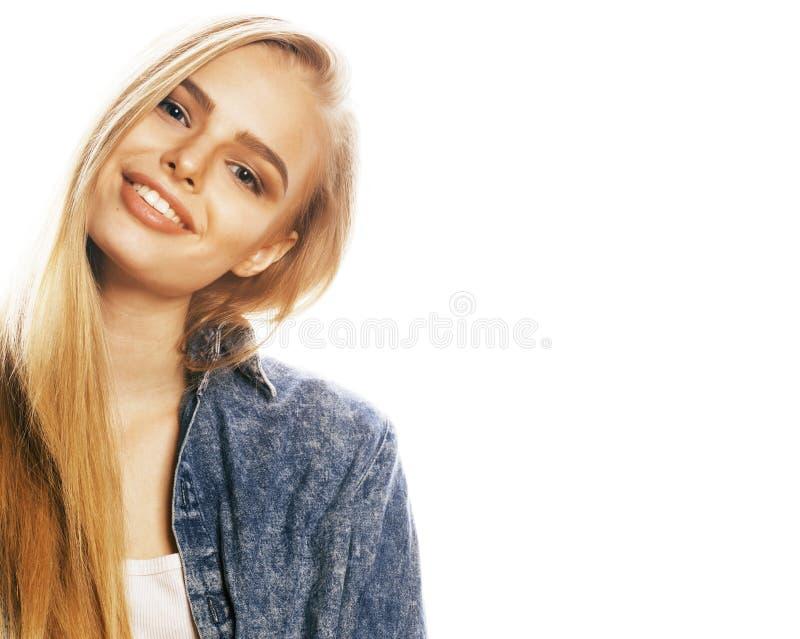 白色backgroung姿态赞许的年轻白肤金发的妇女,孤立 免版税库存照片