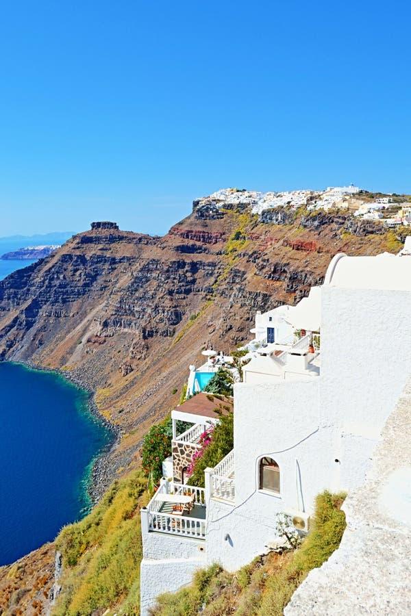 白色clifftop别墅圣托里尼海岛希腊 图库摄影