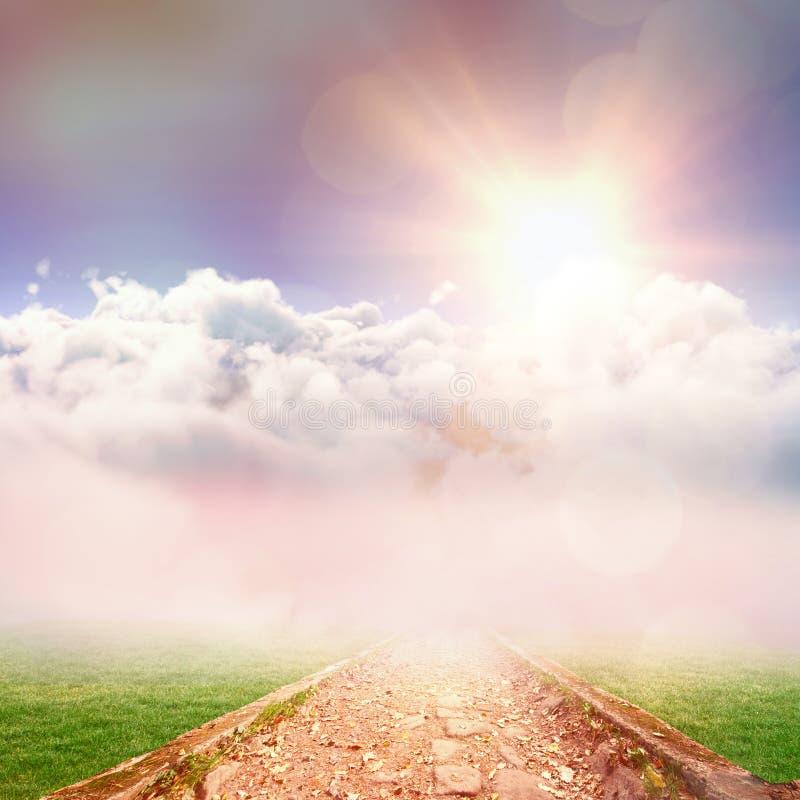 白色cloudscape田园诗看法的综合图象反对天空的 库存例证