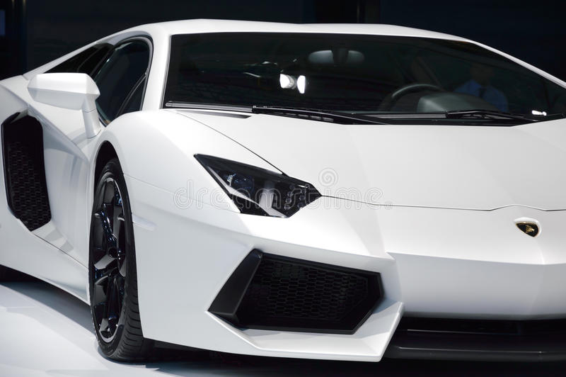 白色Lamborghini Aventador 免版税库存图片