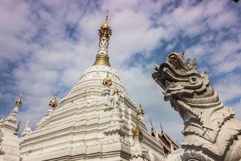 白色Stupa在清迈,泰国 库存照片