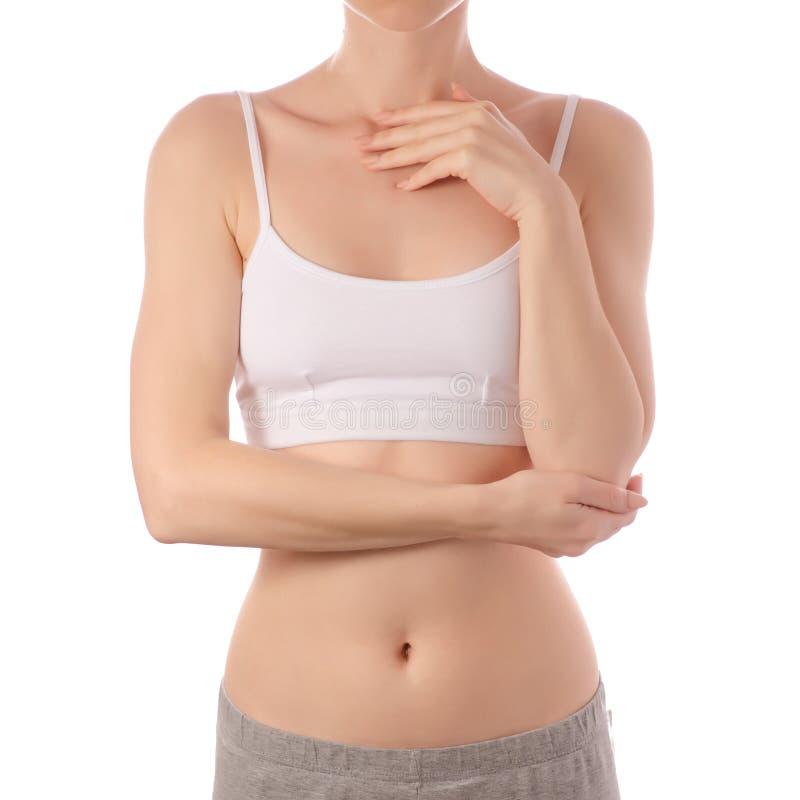 白色T恤杉上面胸罩的年轻美丽的妇女递腹部胃健康秀丽 库存图片