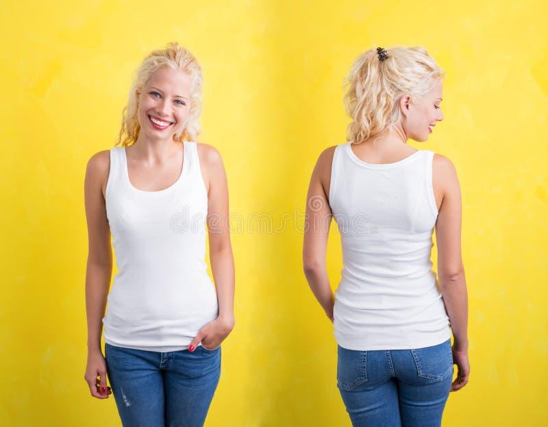白色tanktop的妇女在黄色背景 图库摄影