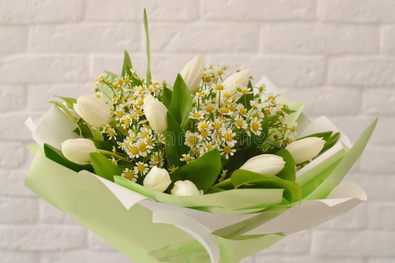 白花美丽的花束  免版税库存图片
