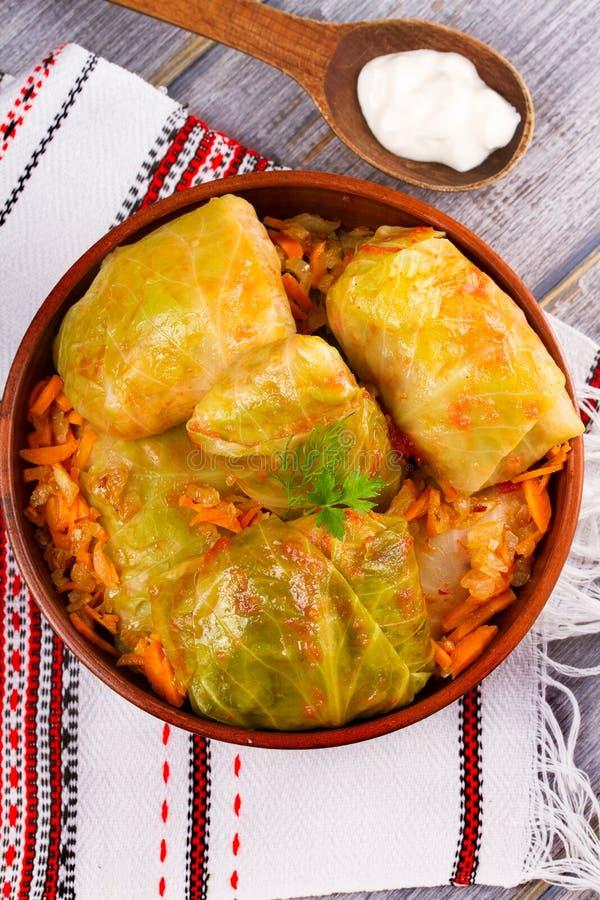 白菜卷叶子用肉 圆白菜滚动用肉、米和菜 Dolma、sarma, sarmale, golubtsy或者golabki 免版税库存图片
