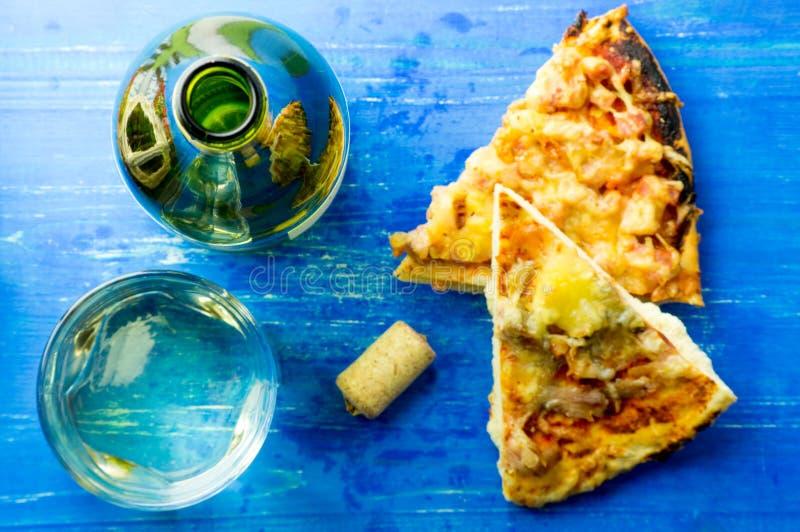 白葡萄酒和薄饼 免版税图库摄影