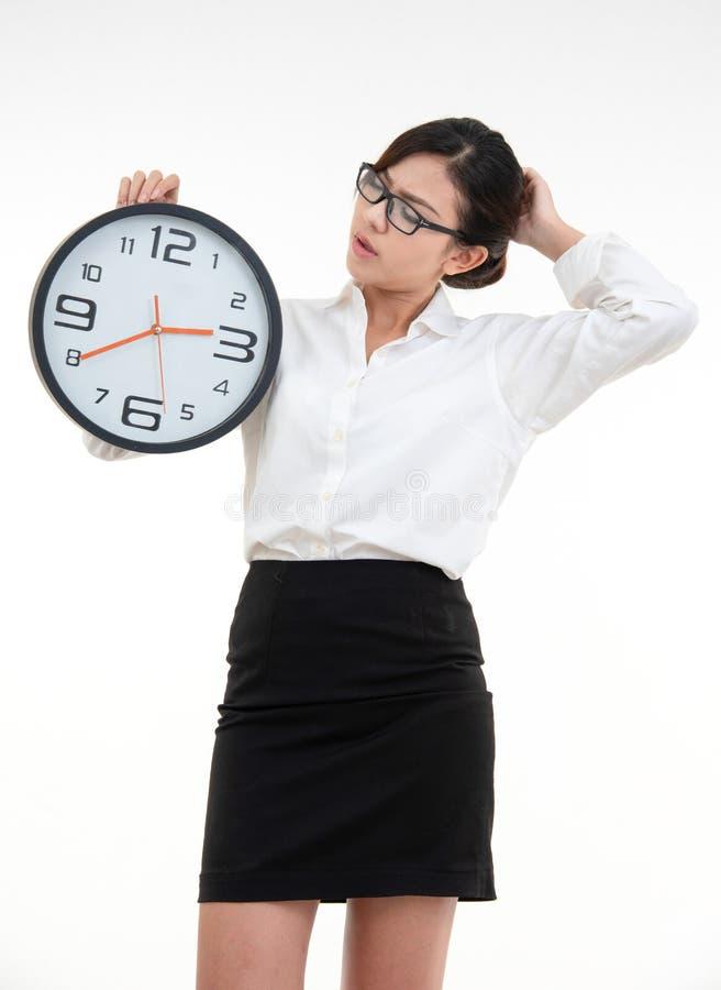 白衫黑短裙眼戴眼镜的亚洲美女画像 免版税库存图片