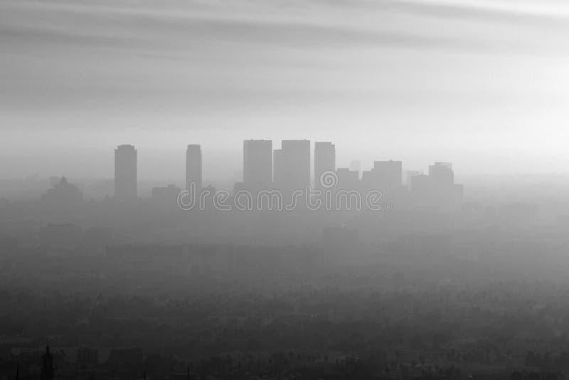 黑白西部LA的烟雾 免版税库存图片