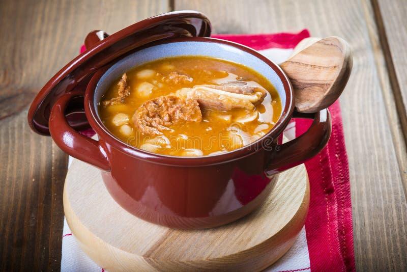 白豆和猪肉炖煮的食物 免版税库存图片
