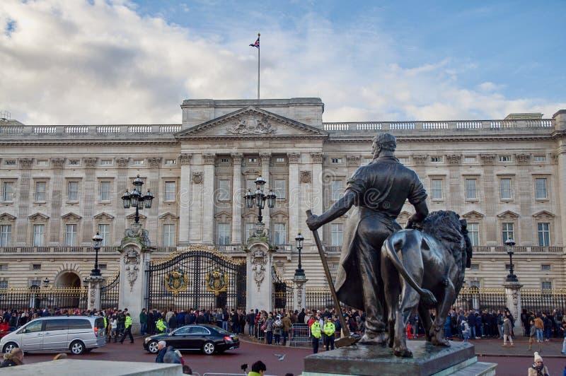白金汉宫在伦敦,大英国 免版税库存照片