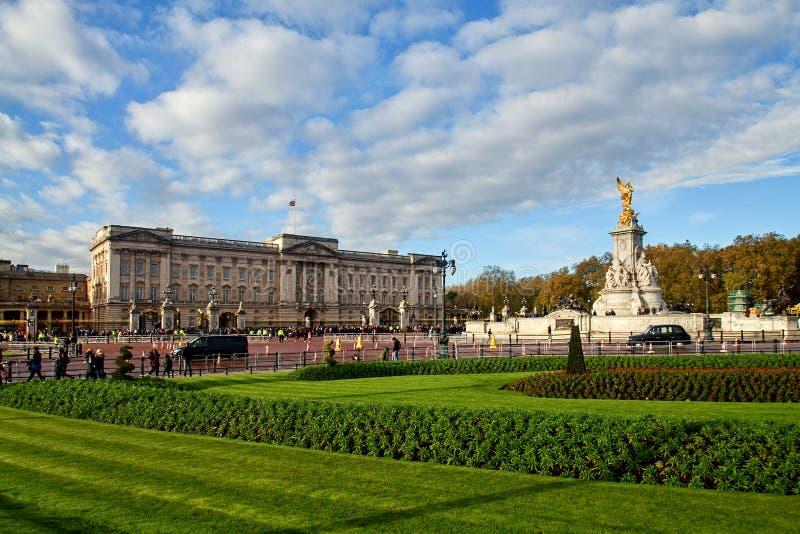白金汉宫在伦敦,大英国 免版税图库摄影