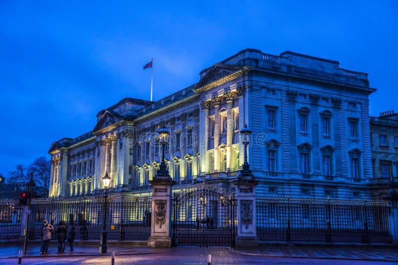 白金汉宫在晚上,伦敦,英国,英国 库存照片